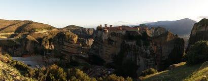 Горы и монастырь Meteora в Греции Стоковые Изображения