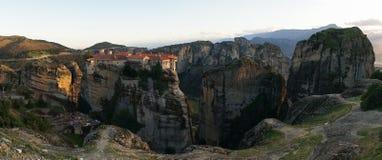 Горы и монастырь Meteora в Греции Стоковая Фотография