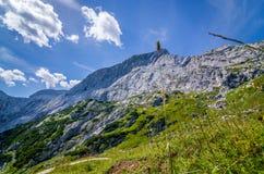 Горы и небо увиденные от trekking следов, немецкие Альп стоковая фотография rf