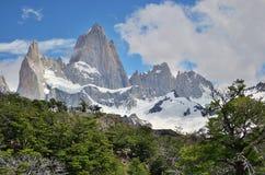 Горы и облачное небо Стоковое Изображение RF
