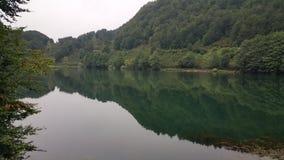 Горы и озеро ландшафта в Турции Стоковое фото RF