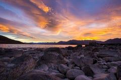 Горы и озеро Tekapo восхода солнца озера Стоковое Фото