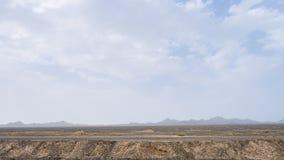 Горы и пустыня gobi около Дуньхуана Yardang национального Geopark, Ганьсу, северо-западного Китая стоковые фотографии rf