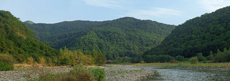 Горы и река горы Стоковая Фотография RF