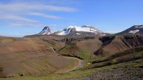 Горы и река Kerlingarfjöll в центре Исландии Стоковые Изображения
