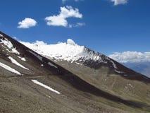 Горы и снежок стоковая фотография