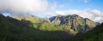 Горы и туман в центральном острове Мадейры Стоковое Изображение RF