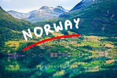 Горы и фьорд в Норвегии, Стоковые Изображения RF