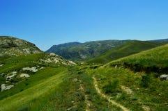 Горы и холмы около Kadamzhai, Кыргызстана Стоковое Изображение RF