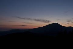 Горы Карпатов - заход солнца Стоковые Фото