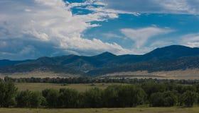 Горы Колорадо как шторм путешествуют северно стоковое фото