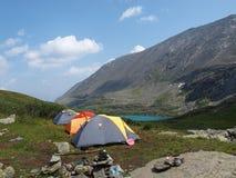 горы лагеря туристские Стоковые Изображения