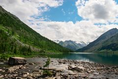 горы ландшафта озера Стоковые Изображения