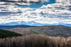 Горы, лес и облака Стоковая Фотография RF