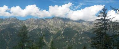 Горы между Францией и швейцарцами стоковое фото rf
