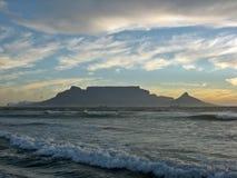 Горы моря стоковые изображения