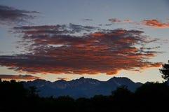 горы над заходом солнца Стоковые Фотографии RF