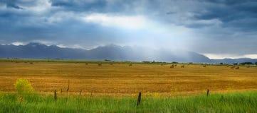 Небеса overcast утесистых гор Стоковая Фотография