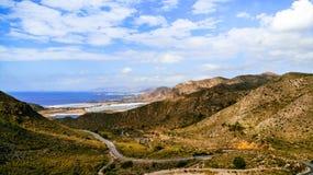 Горы на береге моря стоковое изображение