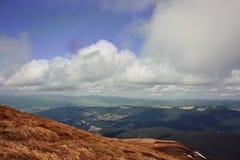 Горы На верхней части Ландшафты украинца прикарпатский взгляд сверху гор Стоковая Фотография
