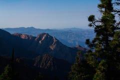 Горы на горизонте Стоковые Изображения