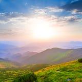 Горы на раннем утре стоковое изображение