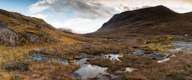 Горы на Kinlochleven, Glencoe, Шотландии стоковые изображения rf