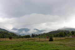 Горы облако нижнего яруса дорога transfagarasan Румыния Стоковое Изображение RF
