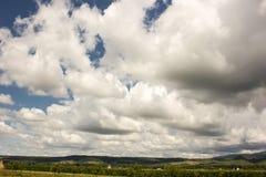 Горы облако нижнего яруса драматическое небо Румыния Стоковое Изображение RF