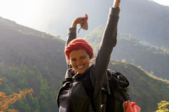 Горы дождя восхода солнца девушки портрета молодые милые Точка зрения вулкана утра природы Африки Гора Trekking, взгляд Стоковые Изображения