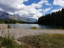 Горы озера Джонсон стоковые изображения rf