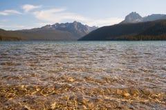 Горы озера и Sawtooth Redfish в Айдахо Стоковые Фотографии RF