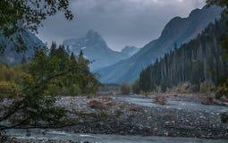 Горы, озера, перемещение, природа, реки стоковое изображение rf
