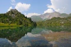 горы озера chelek sary стоковые фото
