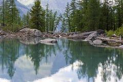 горы горы озера lac de Франции creno Корсики корсиканские Altai, Россия стоковая фотография rf