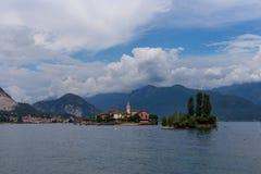 Горы, озеро и острова Majorie озера Стоковые Фотографии RF