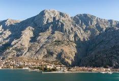 Горы около города Kotor Зима в Черногории Стоковое Изображение