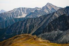 Горы около заводи Downton, Pemberton, Британской Колумбии Стоковые Изображения RF