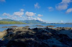 Горы острова ванкувер увиденные от залива сражения Стоковое Изображение