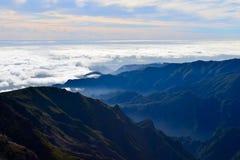 Горы острова Мадейры, облака над Атлантическим океаном, Португалией Стоковые Изображения RF
