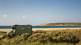 Горы песка океана шины стоковое изображение