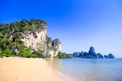 Горы пляжа скалы Стоковые Фото