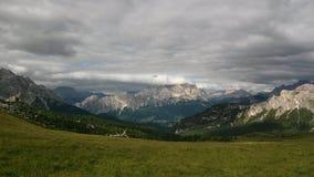 Горы под облаками в Италии стоковые фотографии rf