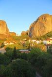 горы под селом стоковые фото