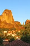 горы под селом стоковые изображения