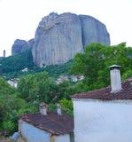 горы под селом стоковое фото rf
