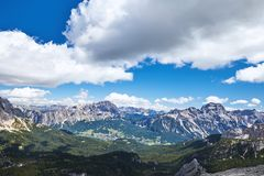 Горы пропуска Giau на дневном свете стоковое изображение rf