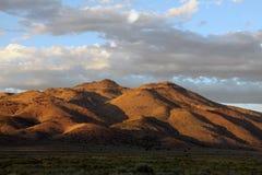 Горы пустыни в солнце вечера Стоковая Фотография
