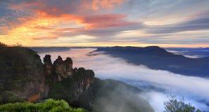 Горы сини сестер бдительности 3 ферзя Элизабета восхода солнца Стоковое фото RF