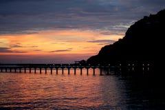 Горы силуэта морем Стоковые Изображения RF